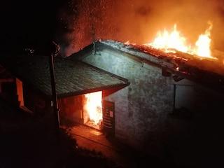 Bovegno, l'azienda agricola va in fiamme: danni per centinaia di migliaia di euro