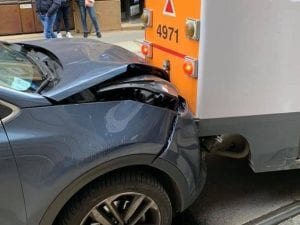 Incidente tra auto e tram (Immagine di repertorio via Facebook)