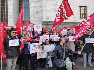 """Crisi Euronics-Galimberti, busta paga magrissima per 250 lavoratori: """"Così non si può vivere"""""""