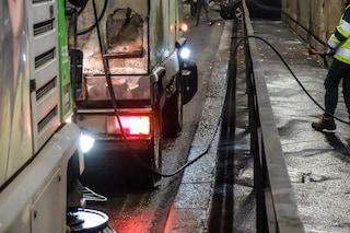 Bergamo, colpito al volto da un getto d'acquaper la pulizia delle strade: grave 36enne