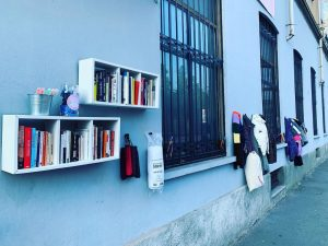 """Il """"Muro della Gentilezza"""" a Milano"""