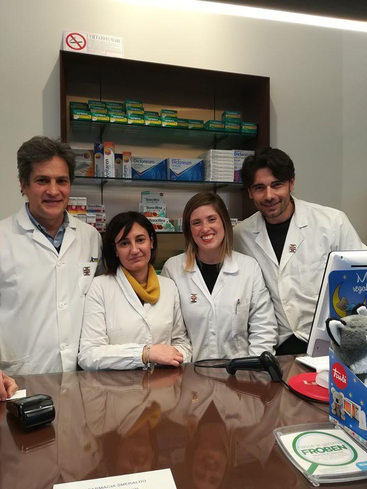Il titolare e il team della farmacia Smeraldo a Milano