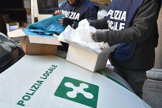 Milano, polizia sequestra 610mila sacchetti di plastica non a norma: finivano sui banchi dei mercati