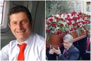 Incidente treno, commozione ai funerali di Giuseppe Cicciù: la bara portata dai colleghi ferrovieri