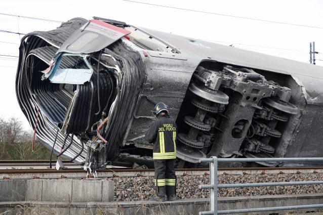 Il treno Frecciarossa deragliato a Lodi