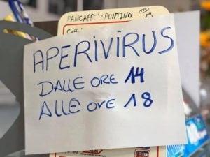 Coronavirus e limitazioni, a Milano spunta il bar che propone l'Aperivirus nel pomeriggio