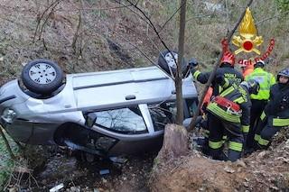 Piacco, auto finisce fuori strada e precipita per 20 metri in un dirupo: salvi madre e figlio