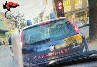 Cusano Milanino, si fanno foto con una canna dietro l'auto dei carabinieri: denunciati due ragazzi