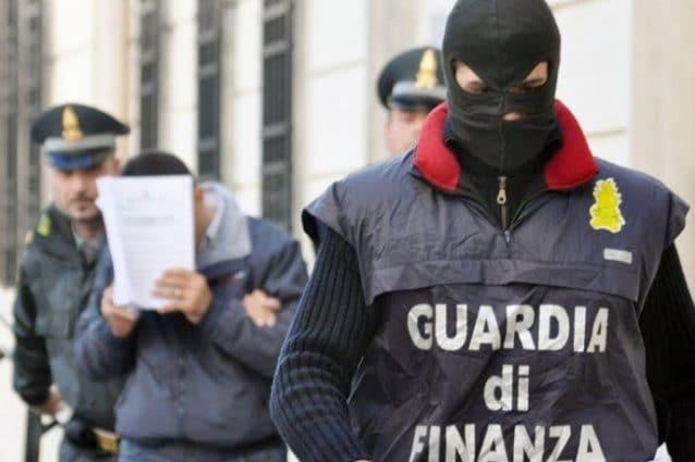 Maxi frode fiscale da 100 milioni di euro: 13 arresti, anche elementi vicini a camorra e mala romana