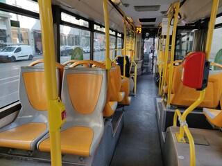 Coronavirus, mezzi deserti a Milano: autobus, metro e treni vuoti
