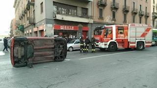 Milano, auto investe una donna in via Padova e si ribalta: grave ragazza di 26 anni