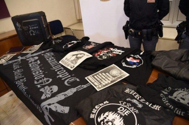 Il materiale sequestrato al ragazzo di 22 anni dalla polizia (foto Questura di Bergamo)