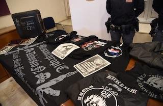Bergamo, volantini neonazisti sulle auto, a casa croci celtiche e foto di Hitler: arrestato 22enne