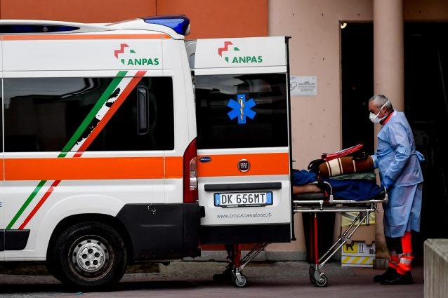 Incidente sul lavoro a Inverigo, operaio trasportato d'urgenza in ospedale: è gravissimo