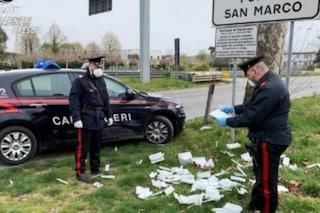 """Coronavirus, 400 tamponi sparsi per la strada nel Bresciano: """"Persi durante il trasporto"""""""
