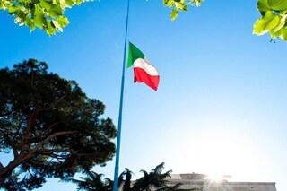 Bergamo, bandiera italiana a mezz'asta e minuto di silenzio per omaggiare le vittime del Coronavirus