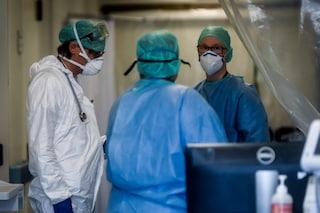 """Coronavirus, cresce il numero dei medici positivi: """"Tamponi a calciatori e politici, ma a noi no"""""""