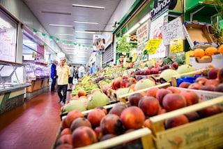 """In Lombardia riaprono i mercati coperti: """"Regole anti coronavirus come nei supermercati"""""""