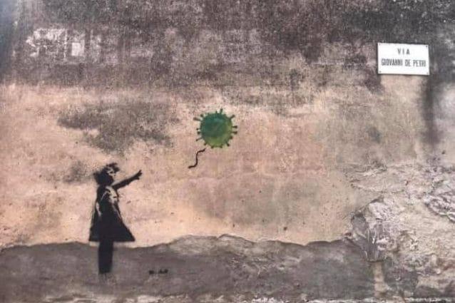 Il murale dell'emulo di Banksy apparso a San Bassano (Foto dalla pagina Facebook del comune)