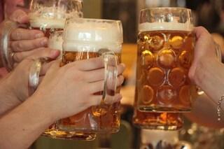 Cologno al Serio, aperitivo al bar in piena zona rossa: 21 multati, locale chiuso per 5 giorni