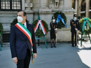 Verso il 25 aprile a Milano: niente corteo, ma fiori per ogni lapide in ricordo dei partigiani