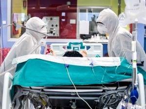 La terapia intensiva dell'ospedale Bassini di Cinisello Balsamo (Foto LaPresse)