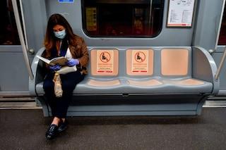 Milano, nuove regole per mezzi pubblici: via adesivi per il distanziamento, capienza 80 per cento