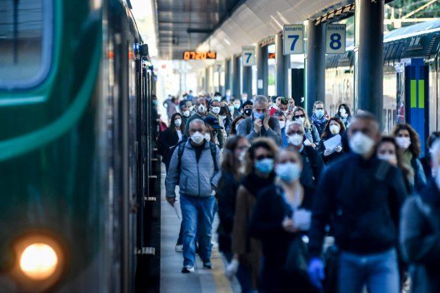 Sciopero dei treni oggi a Milano e in Lombardia: tutti i convogli e le linee interessate dai disagi