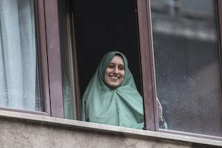 """Milano, le voci del quartiere di Silvia Romano: """"Felici del ritorno, ma perché si è convertita?"""""""