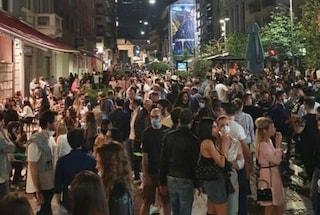 """Milano, Sala annuncia stretta sulla movida: """"Vietata la vendita di bevande da asporto dopo le 19"""""""