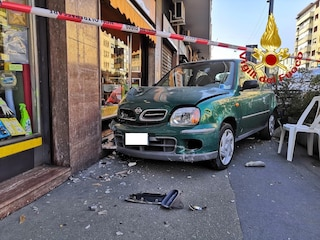 Milano, morto l'uomo travolto da un'auto mentre camminava sul marciapiede in viale Monza