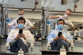 """Bergamo, il selfie del sindaco Gori dal barbiere: """"Adesso è davvero Fase 2"""""""