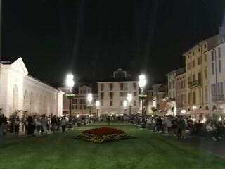 """Movida """"selvaggia"""" a Brescia, il sindaco Del Bono chiude piazzale Arnaldo: """"Troppi assembramenti"""""""