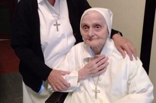 Suora Ambrogia ha compiuto 101 anni: nata nell'anno dell'influenza spagnola, ha battuto il Covid