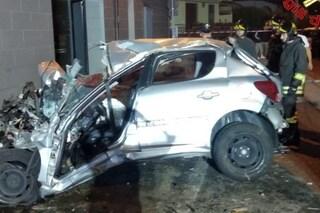 Visano, si schianta in auto contro un palo della luce: grave 26enne incastrato tra le lamiere