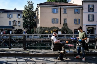 """Milano, revocato il divieto di asporto di alcolici dalle 19: """"Reazione ottima della città"""""""
