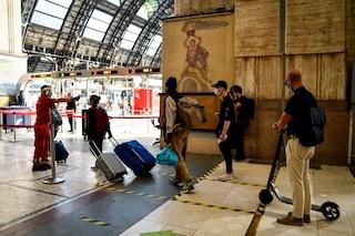 Milano, al via gli spostamenti tra regioni: nessun esodo ma tanta emozione tra i passeggeri