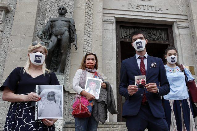 """I parenti delle vittime Covid del comitato """"Noi denunceremo"""""""