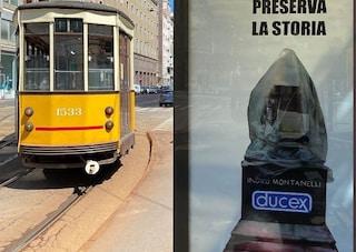 """Milano, nuova provocazione su statua Montanelli: poster con profilattico e scritta """"Ducex"""""""