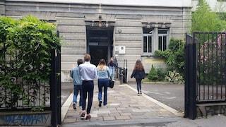 """Maturità 2020 a Milano, le emozioni dei primi studenti dopo l'esame orale: """"Prof comprensivi"""""""