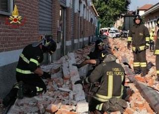 Tragedia ad Albizzate, crolla cornicione edificio di un'area commerciale: morti 2 bambini e la madre