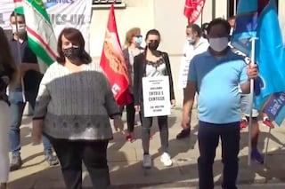 """Milano, chiusi 9 alberghi su 10. Lavoratori protestano: """"Senza stipendio facciamo la fame"""""""