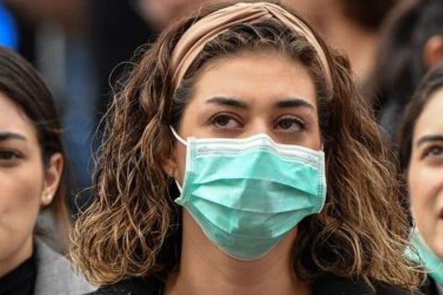 Lombardia, niente mascherine all'aperto se c'è distanziamento: resta obbligo nei luoghi chiusi