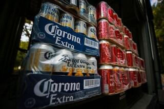 Milano, rapina un supermercato: incastrato da un'impronta digitale su una lattina di birra