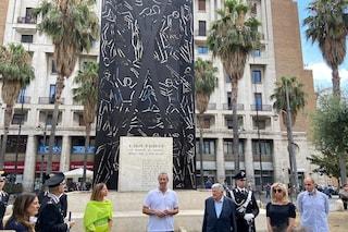 Piazza Carità, inaugurata la stele a Salvo D'Acquisto restaurata. Il fratello: tanto affetto per lui