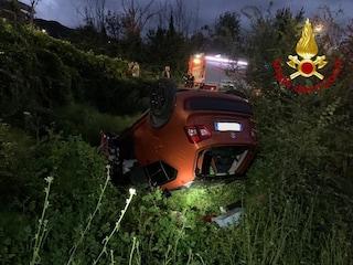 Sbandano con l'auto e finiscono in una scarpata: 4 ventenni in ospedale a Pietrastornina