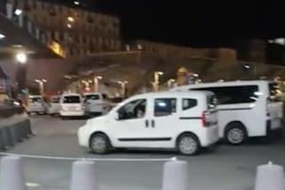 Boom di taxi abusivi a Napoli con il Coronavirus, occupati anche i posteggi alla Stazione Centrale