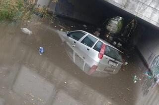 Maltempo in Campania, strade allagate e auto bloccate a Napoli e provincia