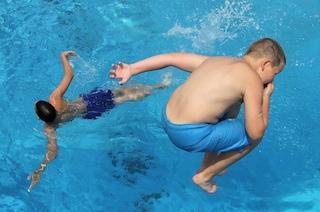 Castel Volturno, casa famiglia compra online piscina per i bambini ma viene truffata