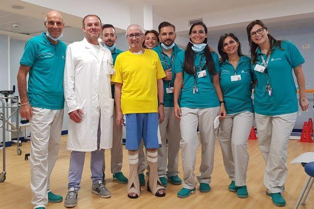 Carmine Sanseverino (al centro) con lo staff di Villa dei Pini
